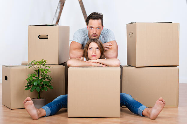 packing-tips-couple-frustrated